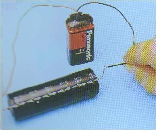 Applicando ai terminali di un condensatore una tensione continua