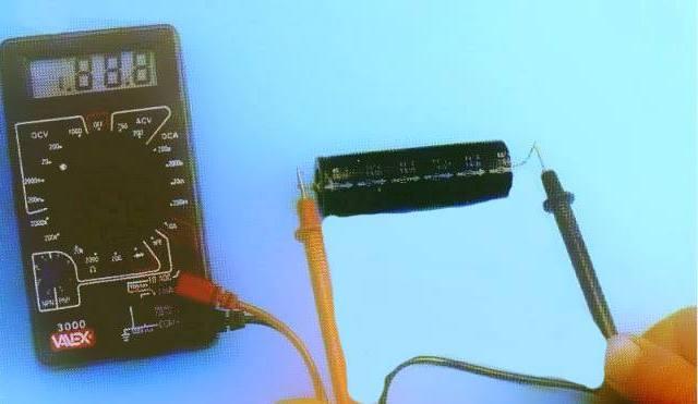 test controllo condensatore