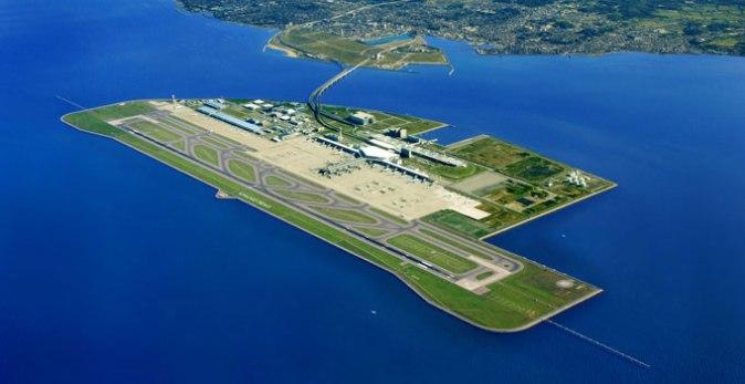 aeroporto internazionale situato su un'isola artificiale