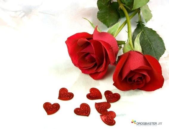 Rose rosse con cuori immagine per la festa della mamma