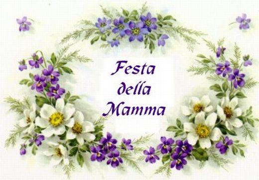 Festa della mamma con decorazione floreale di viole