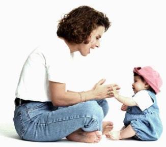 mamma che gioca con la bimba