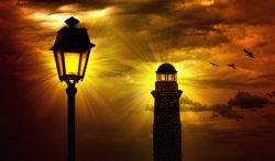 luci del faro e del lampione di notte