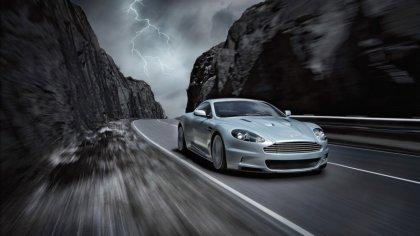 Aston Martin prova di velocità sulla strada