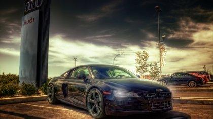 Audi R8 in esposizione nel Salone all'aperto
