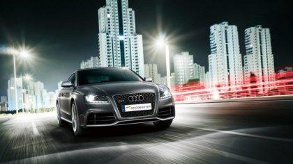 Audi RS5 in strada nella città di Yokohama