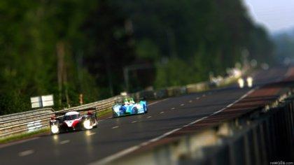 Due Auto da corsa durante le fasi della gara
