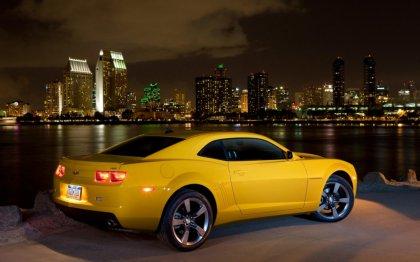 Chevrolet Camaro nel paesaggio di New York