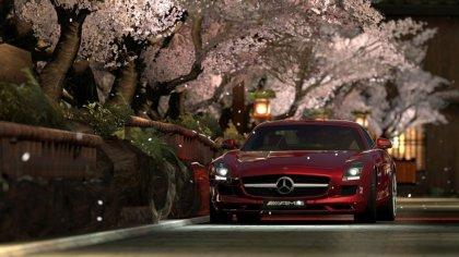 Mercedes Karsny sul viale alberato a Vienna