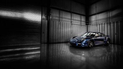 Porsche posteggiata nel box