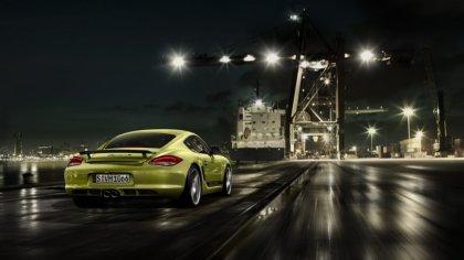 Porsche attraversa la città