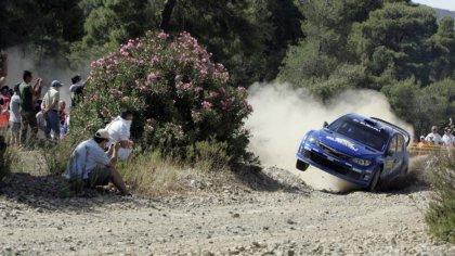Subaru durante le fasi di un rally automobilistico