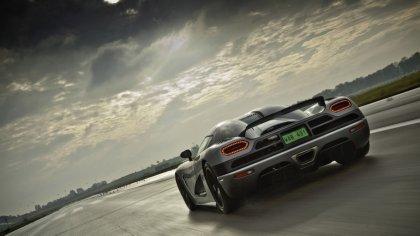Supercar su pista da corsa