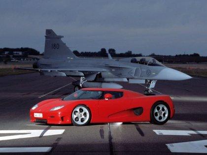 Auto di color rosso è più veloce di un Jet