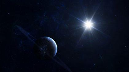 Saturno e Sole Visto dallo spazio