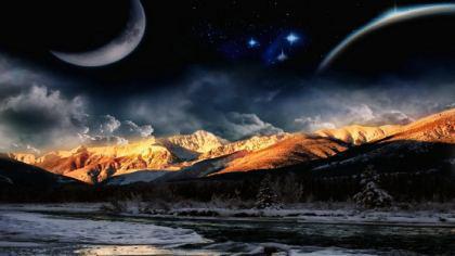 Sfondo desktop con montagne luna e cielo stellato