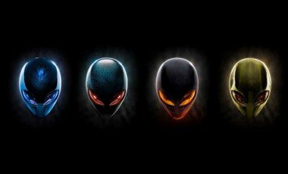 Quattro maschere aliene con i colori del Logo Windows