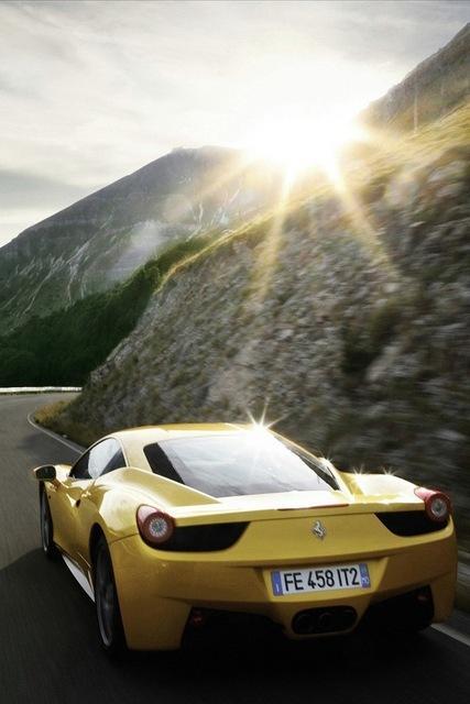 ferrari 458 italia gialla montagna