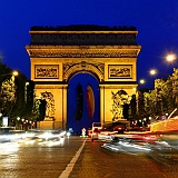 Parigi Champs Elysees luci notturne