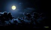 panorama cielo blu con luna