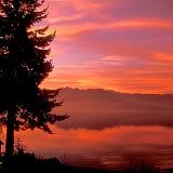 Parco naturale paesaggio con cielo rosso