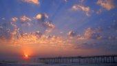 tramonto in riva al mare