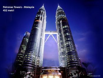 Le torri di 88 piani sono costruiti in gran parte in cemento armato