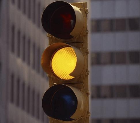 semaforo di color arancione: attenzione